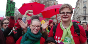 Tessa en Siebren demonstreren voor klimaatrechtvaardigheid.