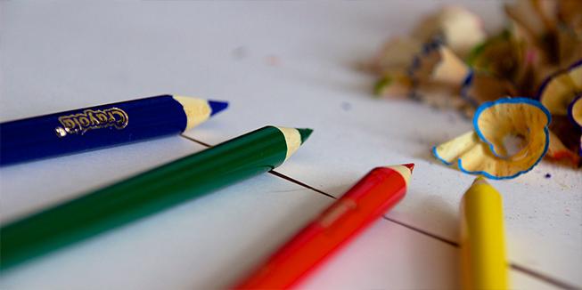Een foto van kleurpotloden.