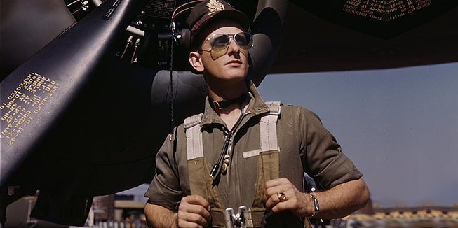 Een foto van een ouderwetse piloot.