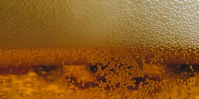 Bier met schuim.