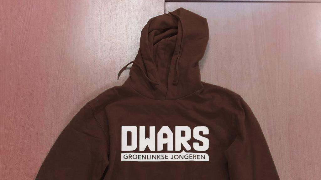De nieuwe huisstijlbruine DWARS trui is vanaf vandaag beschikbaar!